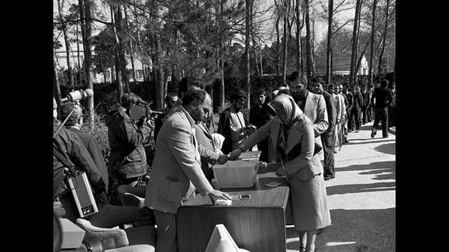 Iranians_Vote_for_Islamic_Republic_1979